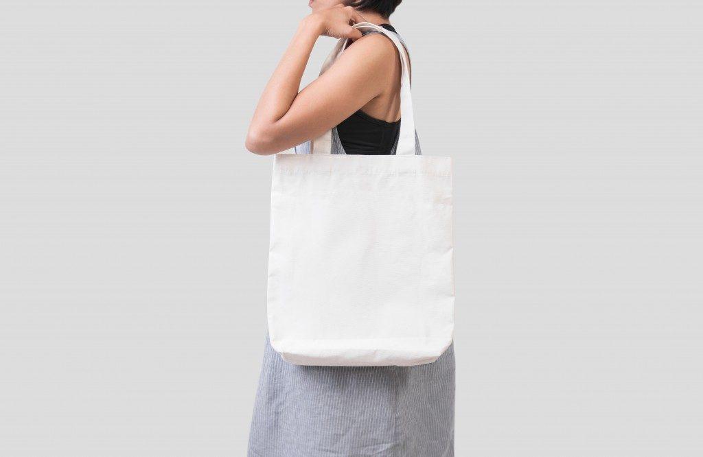 girl holding an eco-bag